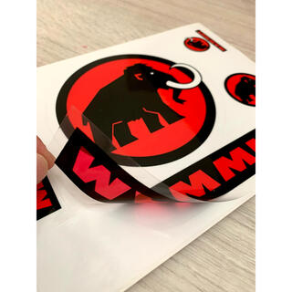 マムート(Mammut)の★補強あり★マムート MAMMUT 定番赤と黒のロゴステッカー1シート 非売品(その他)