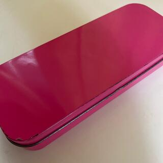 イオン(AEON)の缶ペンケース ピンク(ペンケース/筆箱)