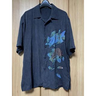 ヨウジヤマモト(Yohji Yamamoto)の【一点モノ】レトロ花柄 オープンカラー 墨黒×藍染 シルクシャツ(シャツ)