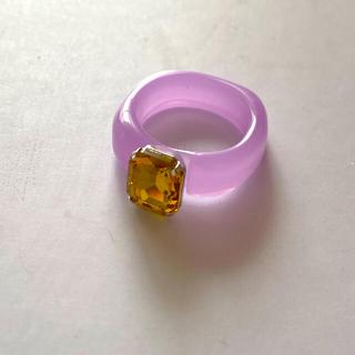 ロキエ(Lochie)のアクリルストーンリング ビジュー クリア レトロ パープル×イエロー(リング(指輪))