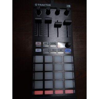 TRAKTOR Kontrol F1 (DJコントローラー)