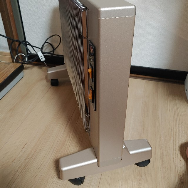 遠赤外線暖房器 サンルミエ キュート E800LS  パネルヒーター 輻射熱  スマホ/家電/カメラの冷暖房/空調(電気ヒーター)の商品写真