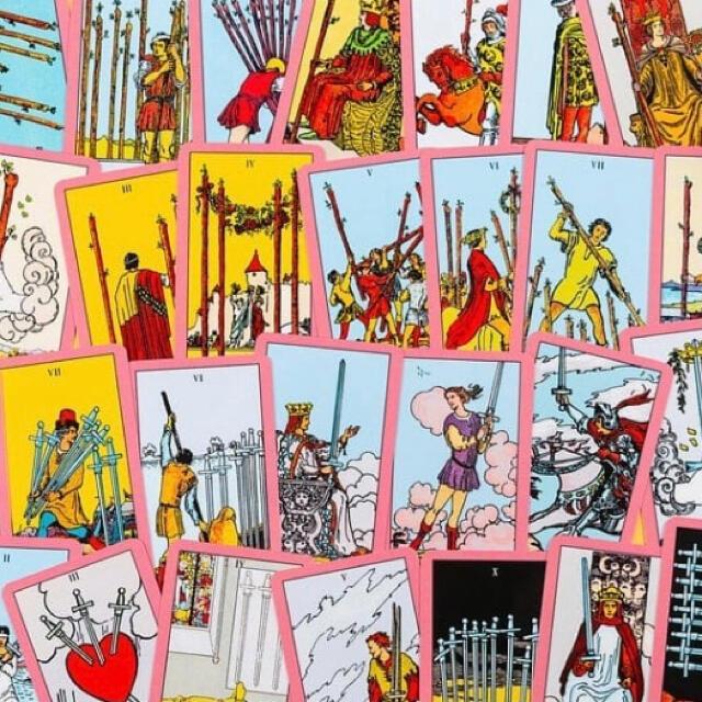 【即売れゴメン】新品 ヴィンテージピンク ライダーウェイト タロットカード エンタメ/ホビーのテーブルゲーム/ホビー(トランプ/UNO)の商品写真