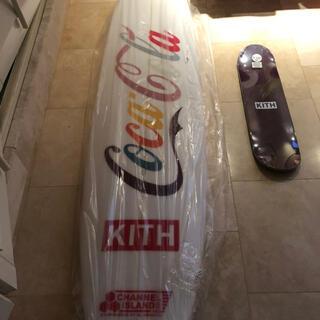 キース(KEITH)のKITH コカコーラ サーフボード 入手困難 未使用 新品(サーフィン)