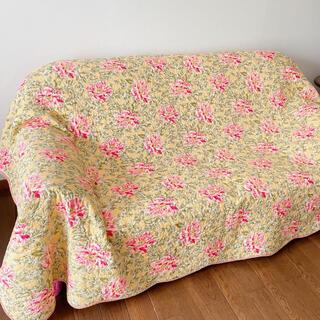 キルトマルチカバー イエローピンク花柄 ソファカバー ベッドスプレッド  (ソファカバー)