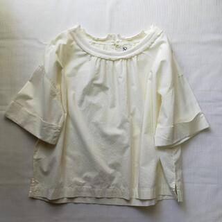 アールエヌエー(RNA)のRNA Tシャツブラウス(シャツ/ブラウス(半袖/袖なし))