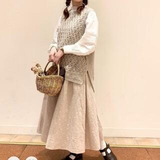 サマンサモスモス(SM2)のサマンサモスモス 角砂糖とスプーンの総刺繍スカート(ひざ丈スカート)