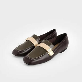 チャールズアンドキース(Charles and Keith)のメタリックバックル ペニーローファー(ローファー/革靴)
