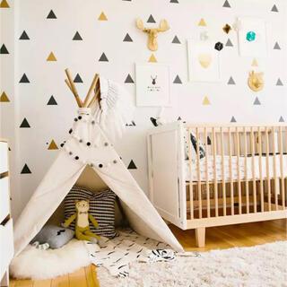 フランフラン(Francfranc)の新品 ウォールステッカー 壁紙 北欧風 三角 模様替え 子供部屋 モダンデザイン(その他)