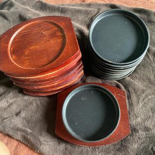 ステーキ用鉄板と木の受け皿10枚セット(その他)