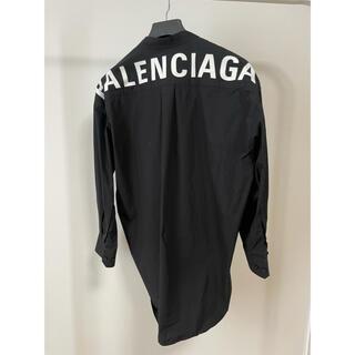 バレンシアガ(Balenciaga)の【正規品】バレンシアガ ニュースウィングシャツ ブラック バックロゴ【極美品】(シャツ/ブラウス(長袖/七分))