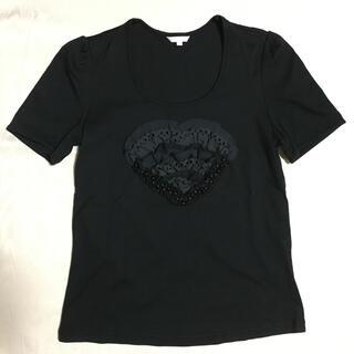 トゥービーシック(TO BE CHIC)のTO BE CHIC ブラック フリル ハート モチーフ カットソー Tシャツ(カットソー(半袖/袖なし))