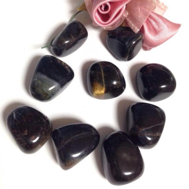 【強力な護符石】タンブル ホークアイ(ブルータイガーアイ) 2個 ハンドメイドの素材/材料(各種パーツ)の商品写真