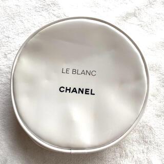 シャネル(CHANEL)のchanelシャネル 円形 ポーチ エナメル 白(ポーチ)