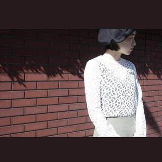 マメ(mame)のALLEGEアレッジのクラシカルな総レーストップス(シャツ/ブラウス(長袖/七分))