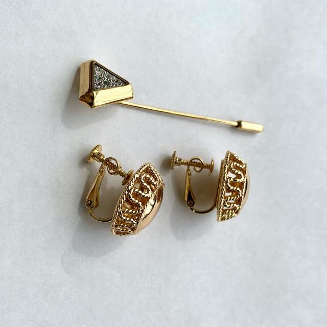 AVON(エイボン)のAVON ゴールド イヤリング ゴージャス ブローチ付き 高級 キラキラ レディースのアクセサリー(イヤリング)の商品写真