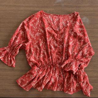 ローリーズファーム(LOWRYS FARM)のレディース トップス ブラウス シャツ 赤 花柄 ローリーズファーム(シャツ/ブラウス(長袖/七分))