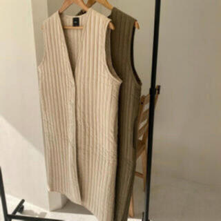 ザラ(ZARA)のlawgy long quilting vest ivory(ダウンコート)