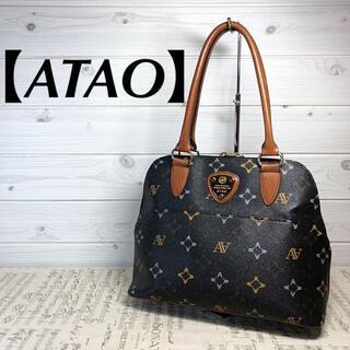 アタオ(ATAO)の【ATAO】モノグラム PVC 焦茶色 ロゴプレート総柄 自立式 肩掛け可能(ハンドバッグ)