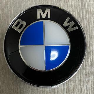 ビーエムダブリュー(BMW)の送料無料BMWボンネットエンブレム リアエンブレム 82㎜(車種別パーツ)