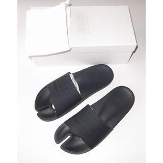 マルタンマルジェラ(Maison Martin Margiela)のマルジェラ black logo tabi 足袋 ロゴ サンダル size43(サンダル)