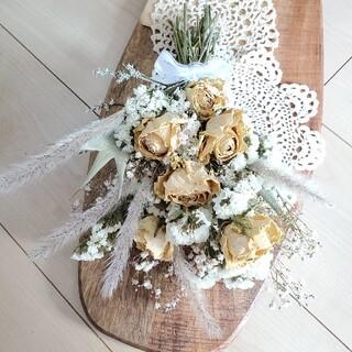たっぷりバラとホワイト系ドライフラワースワッグ 花束 ブーケ(ドライフラワー)