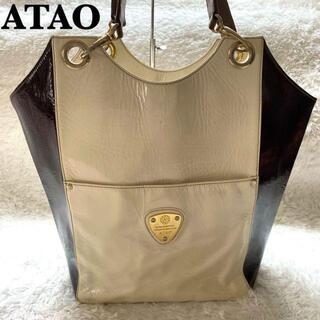 アタオ(ATAO)の【美品】ATAO トートバッグ エナメル レザー 大容量(トートバッグ)