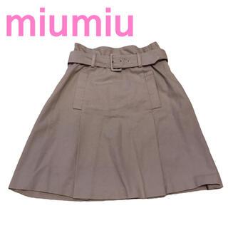 ミュウミュウ(miumiu)のミュウミュウ イタリア製 ベルト付き コットン 膝丈スカート ピンクベージュ(ひざ丈スカート)