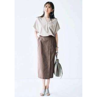 フェリシモ(FELISSIMO)の【新品】IEDIT  ストレッチ麻混素材の切り替えIラインスカート〈ベージュ〉(ロングスカート)