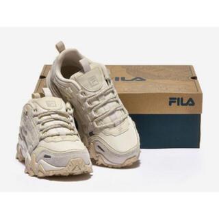 フィラ(FILA)のほぼ新品 箱付き FILA OAKMONT TR ベージュ 25.5cm(スニーカー)