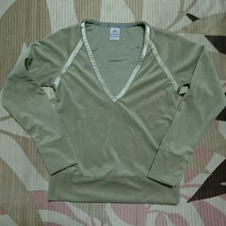 アディダス(adidas)のアディダストップス(Tシャツ(長袖/七分))