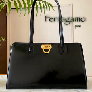 Ferragamo - 正規品 フェラガモ ガンチーニ 約9.8万 レザーショルダーバッグ