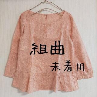 クミキョク(kumikyoku(組曲))の未着用 KUMIKYOKU(組曲)小花柄 ペプラムブラウス ピンク(シャツ/ブラウス(長袖/七分))