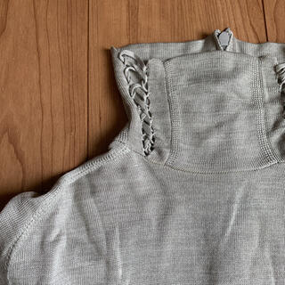 ハイク(HYKE)のHYKE green シルク100% 三つ編み アームウォーマー タートルニット(ニット/セーター)