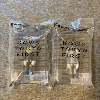 メディコムトイ(MEDICOM TOY)の2個セット KAWS TOKYO FIRST KEYHOLDER キーホルダー(キーホルダー)
