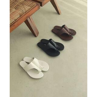 トゥデイフル(TODAYFUL)のTodayful Tong Leather Sandals サンダル 黒37(サンダル)