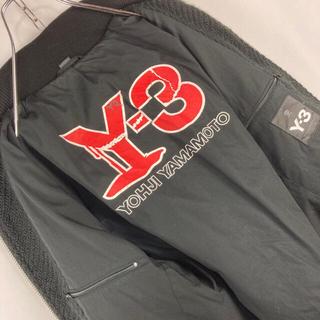 ワイスリー(Y-3)の☆トルコ製☆Yー3☆ワンポイント刺繍ロゴ☆裏地ビッグロゴ☆ニットブルゾン(ブルゾン)