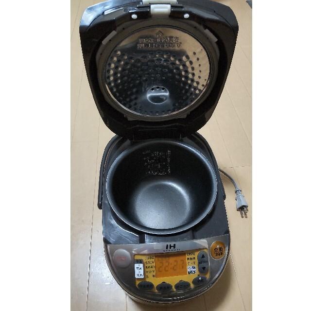 象印(ゾウジルシ)の週末値下 象印 IH炊飯器 5.5合 極め炊き NP-VC10 スマホ/家電/カメラの調理家電(炊飯器)の商品写真