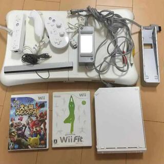 ウィー(Wii)の値下げ wii wiifit バランスボード スマブラ 本体(家庭用ゲーム機本体)