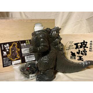 白雪 本格麦焼酎 破壊王 SAKE ゴジラ 720ml 25度  限定品 酒 (焼酎)