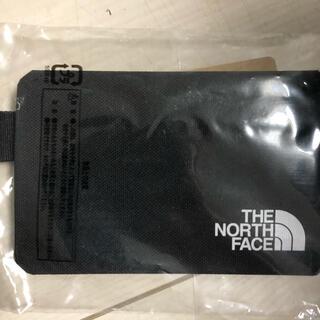 ザノースフェイス(THE NORTH FACE)の【新品 】ノースフェイス ペブルフラグメントケース NN32107(名刺入れ/定期入れ)
