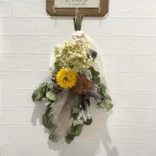 ドライフラワースワッグ ウェディングブーケ カシワバアジサイ パンパスグラス 花(ドライフラワー)