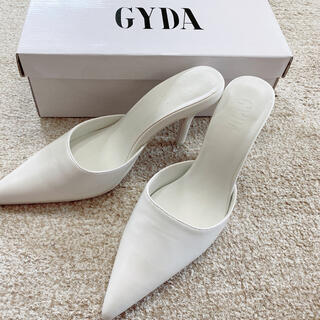 ジェイダ(GYDA)の【しおりん様専用】GYDA ポインテッドミュール ホワイトM(ミュール)