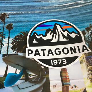 パタゴニア(patagonia)のpatagoniaパタゴニア限定激レア型抜きSINCEステッカー(サーフィン)