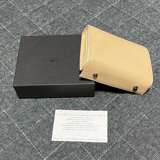 エムピウ(m+)のミッレフォッリエ P27 tan(折り財布)
