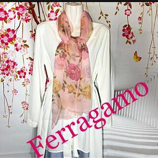 フェラガモ(Ferragamo)の未使用品 フェラガモ 薔薇柄 シフォン系 シルク 大判ストール(ストール/パシュミナ)
