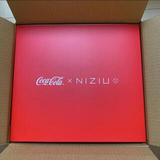 コカコーラ(コカ・コーラ)のコカ・コーラ × NiziU 保冷ペットボトルクーラー&ペアグラス(グラス/カップ)