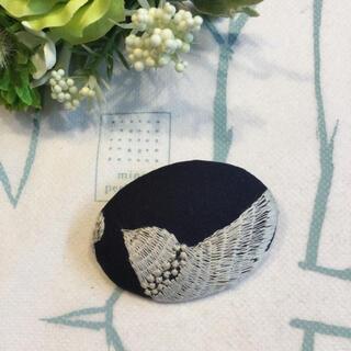 鳥さん刺繍生地使用 ハンドメイドブローチ(ブローチ/コサージュ)