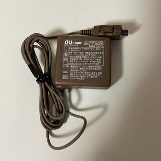 エーユー(au)のau ACアダプター ブラウン 茶色(バッテリー/充電器)