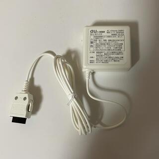 エーユー(au)の【新品・未使用】AC adapter SHIRO 0204PWA 純正 白色(バッテリー/充電器)